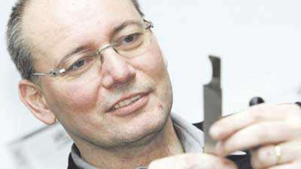 <b>Hartmut Gehring</b> ist vereidigter Experte für Schneidwaren - 1925728990-20060227-107963763-1-32a7