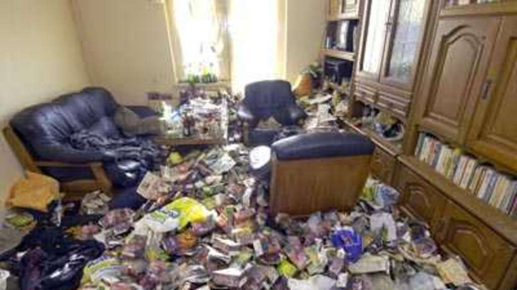 wohnung in einem katastrophalen zustand remscheid. Black Bedroom Furniture Sets. Home Design Ideas