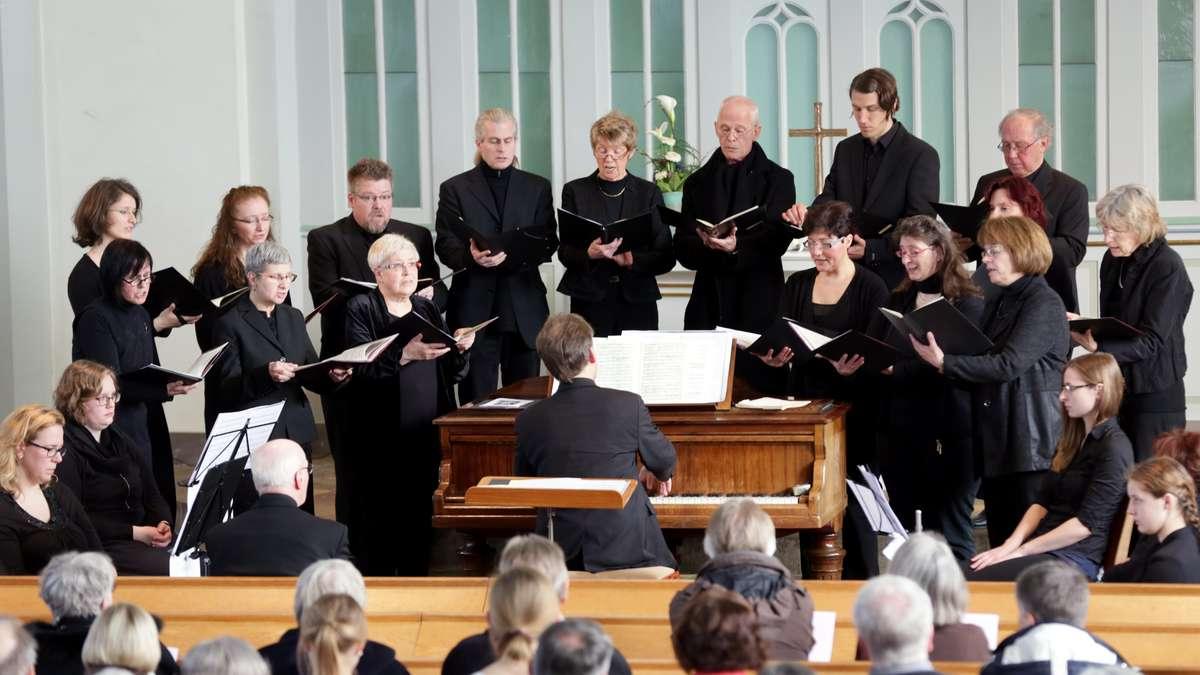 Gut 250 Zuhörer hatte das Passionskonzert am gestrigen Karfreitag in der Evangelischen Stadtkirche Wermelskirchen. Foto: Roland Keusch