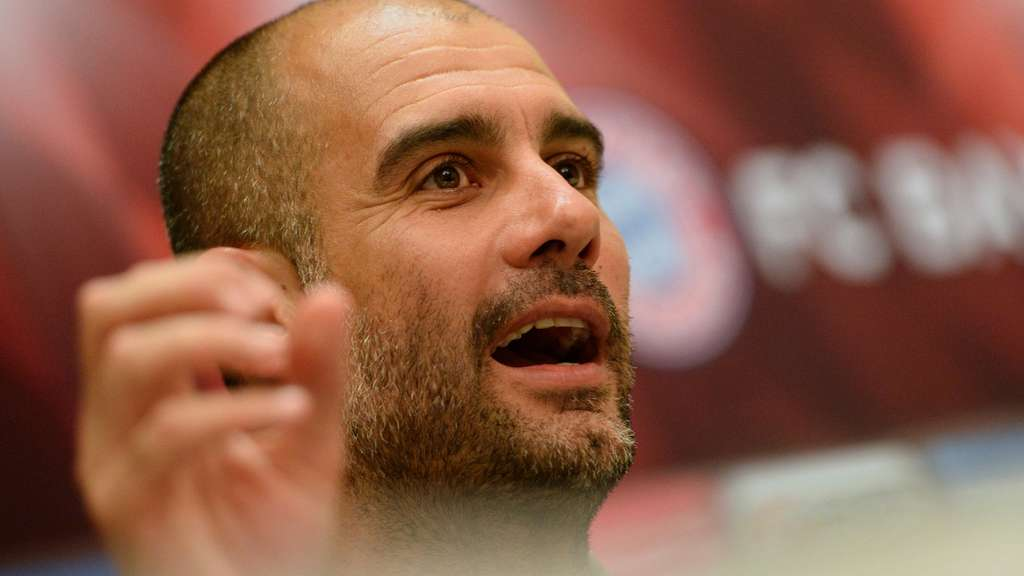 "(FIle) Munich&#39s head coach Pep Guardiola gestures while talking at a press conference in Doha, Qatar, 11 January 2016. Bayern Munich stays in Qatar until 12 January 2016 to prepare for the second half of the German Bundesliga season. Photo: Andreas Gebert/dpa (zu dpa ""Guardiola ab Sommer bei Manchester City - Vertrag für drei Jahre"" am 01.02.2016) +++(c) dpa - Bildfunk+++"