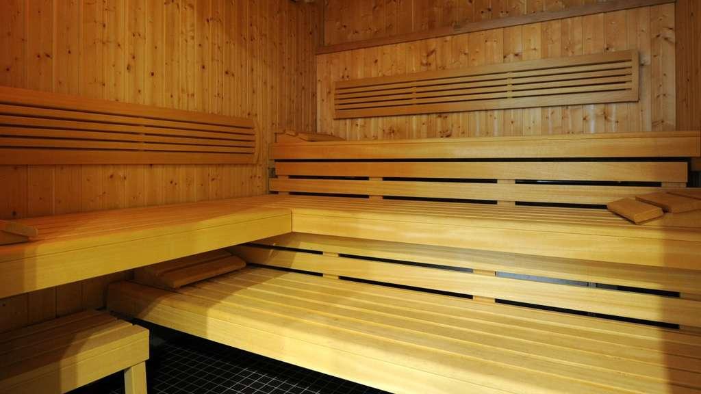 gericht hausbesitzer muss nackten nachbarn akzeptieren wohnen. Black Bedroom Furniture Sets. Home Design Ideas